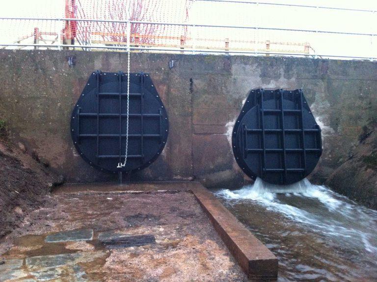 Bath Pool River Tone Flap Valves showing water pressure